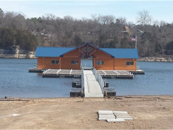 Eagle Rock Marina is a new marina located at the Hwy 86 bridge crossing over Table Rock Lake