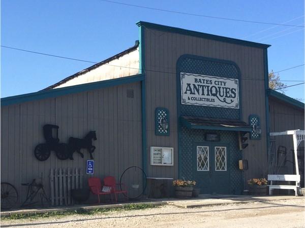 Fun antique shopping in Bates City