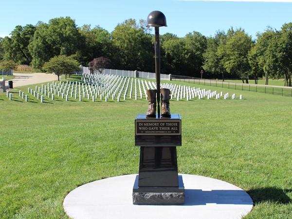 Higginsville VA Cemetary fallen soldier monument