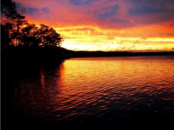 Breathtaking sunsets on beautiful Lake Jordan
