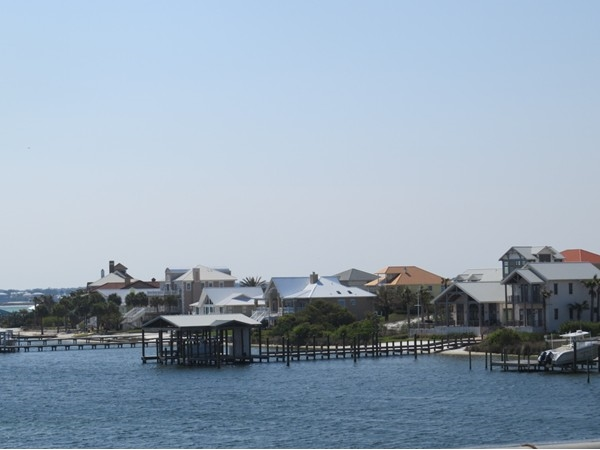 Ono Island is accessible by bridge connecting to the white sand beaches of the Gulf of Mexico.