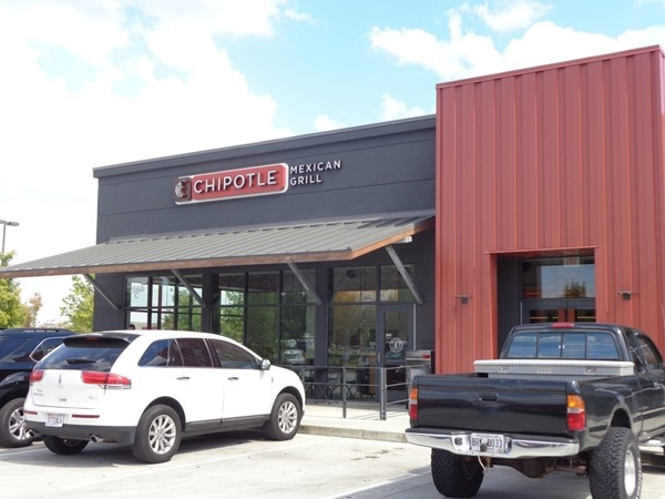 Chipotle Mexican Grill has delicious food and fast service