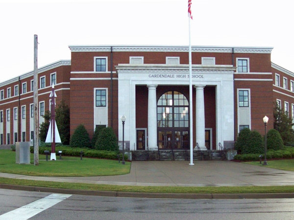 The main entrance of Gardendale High School