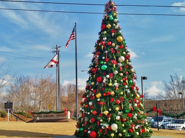 Hoover's Christmas tree is 32 feet tall