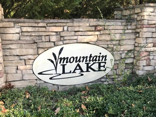Entrance to Mountain Lake