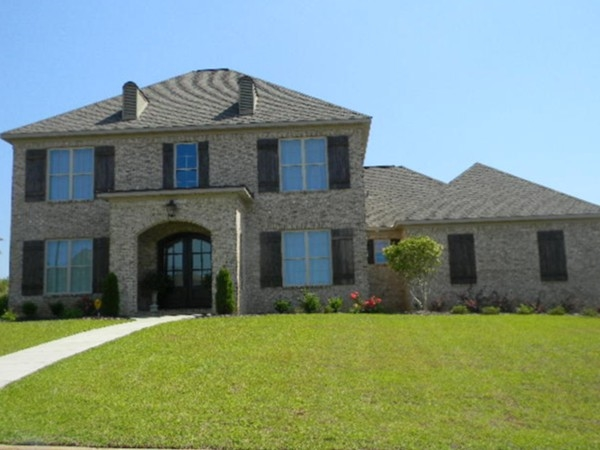 Beautiful estate homes in Grand Pointe