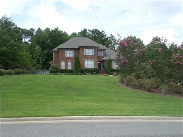 A nicely manicured lawn in Highland Lakes