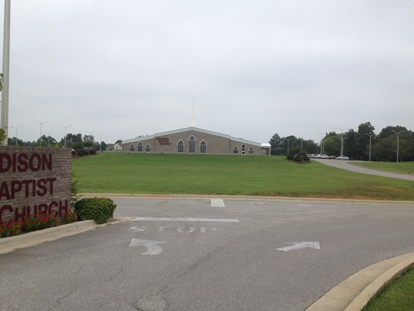 Madison Baptist Church on Balch Road also has Spanish services