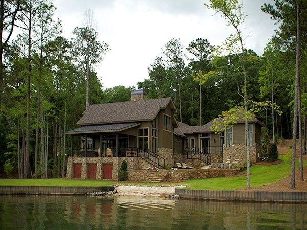Perfectly situated lakeside. So many nice homes on Lake Martin