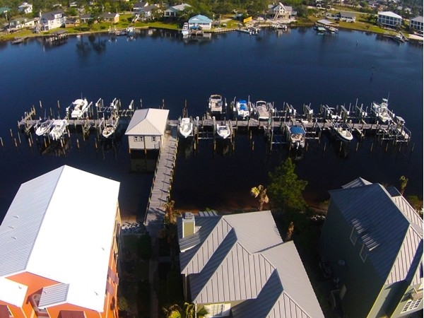 Mariner Circle in Palm Harbor Boat amenities
