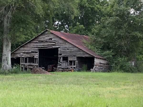 Old barn in rural Coffee County