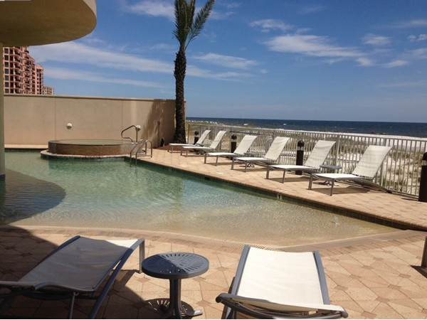 Zero entry pool with a view of the Gulf!