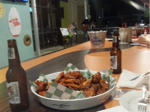 Great wings and live music at Gulf Shores North Island Wing Company