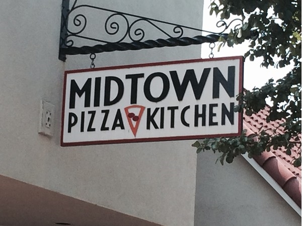 midtown pizza kitchen. patio seating at the hallu0027s pizza