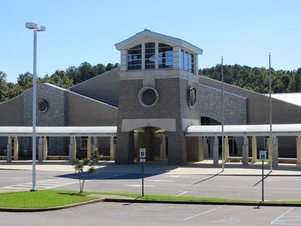 Helena Intermediate School main entrance