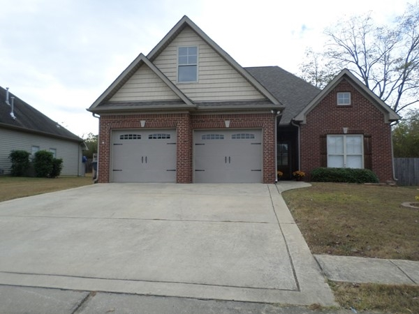 Nice two story home in Cross Creek