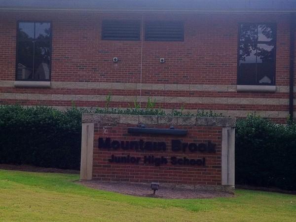 Mountain Brook Junior High School located in Crestline.