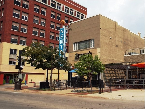 Newtons Paradise Cafe in Downtown Waterloo offers outdoor seating and a specialized menu