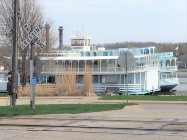 Riverboat Twilight for dinner and weekend cruises