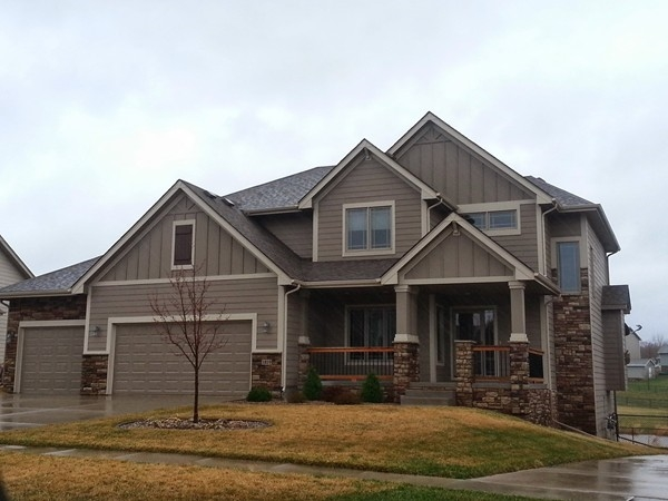 This beautiful Hillside Estates home backs to a large pond, walking trails and neighborhood park!