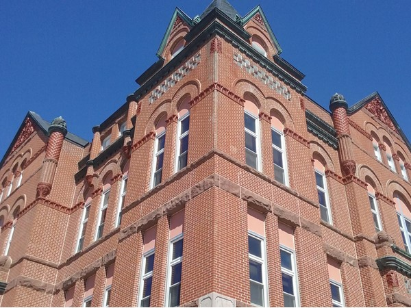 I love the architecture on Plattsmouth Court House. This is one of my favorites and I grew up here