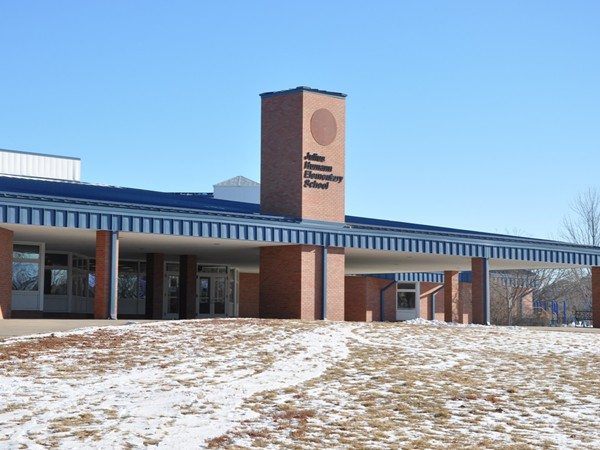 Humann Elementary School is located in Cripple Creek - Southeast Lincoln, NE http://wp.lps.org/human