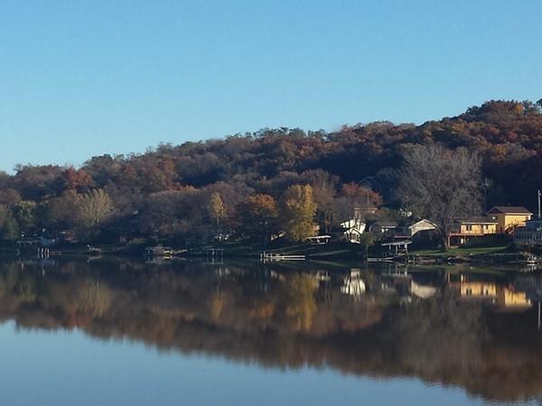 A beautiful fall day at Diamondhead Lake