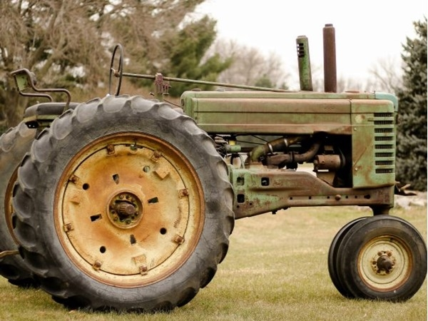 This John Deere provides a nice Christmas Story! Jeff Mullinix came up with an idea to help assist