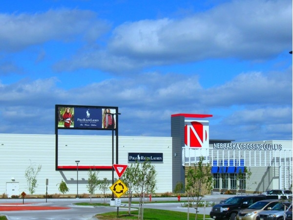 Entrance to Nebraska Crossing Outlets i