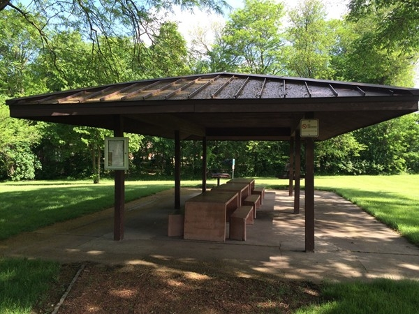 Nice picnic shelter at Heritage Park Disc