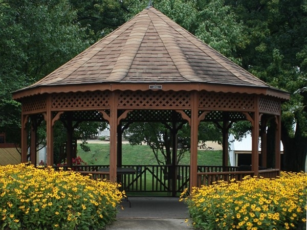 Heritage Park also has a gazebo. Very nice and surrounded by beautiful flowers