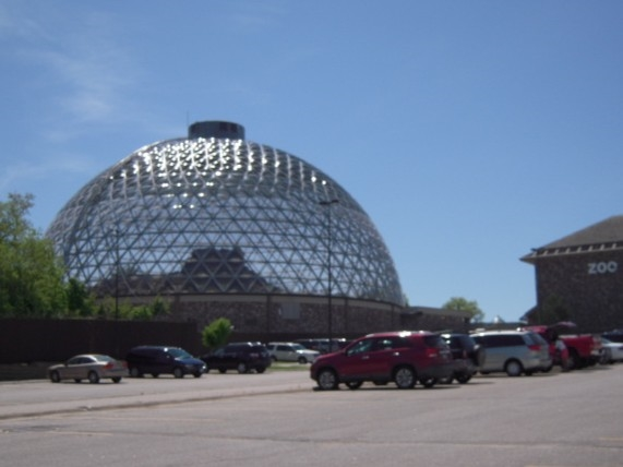Well known Henry Doorley Zoo, one of the best in the country, even has a tropical rain forest!