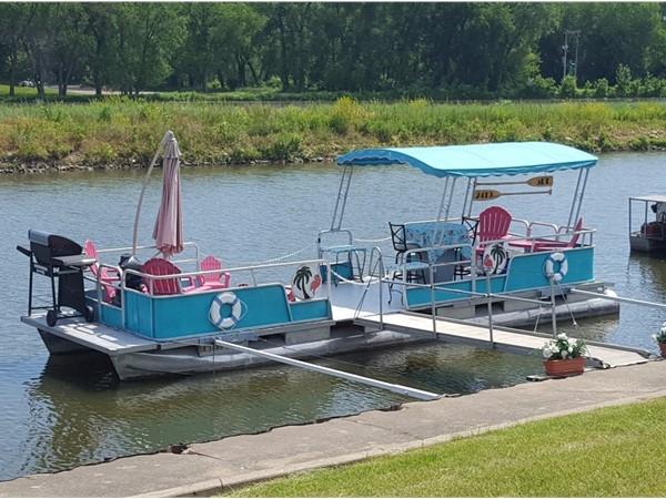 Retro river love in Cedar Rapids