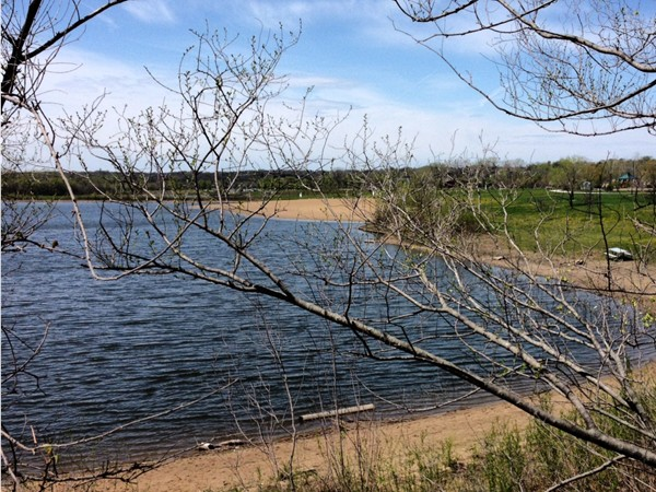 Great trails for running, walking or biking around the lake at Raccoon River Park