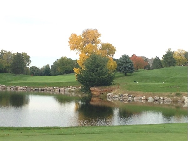 Changing colors and fewer golfers make fall golf the best time to tee it up