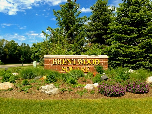 Brentwood Square entrance