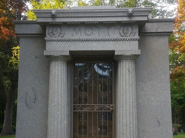 Charles Stewart Mott's grave