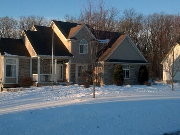 Elegant home in a well sought after area, Grand Blanc Schools, I-75 and US 23 close access