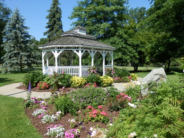 DeWitt Memorial Park Gazebo has a beautiful landscape and is popular for weddings