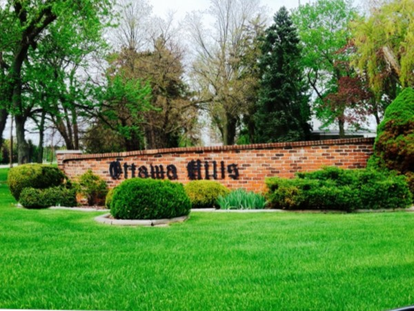 Entrance to Ottawa Hills Development in Grand Blanc