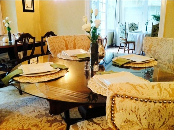 Knob Hill Bed and Breakfast offers a plush dining area