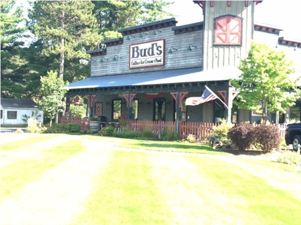Bud's is a wonderful family friendly neighborhood gathering place for the community of Interlochen