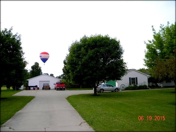 RE/MAX balloon near a Fenton home