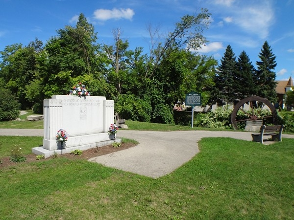 Military memorial in Dwight Lydell Park