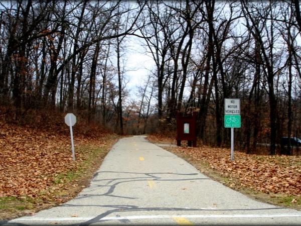 Kensington Metropark 8 mile paved trail to bike, hike, rollerblade, and skateboard