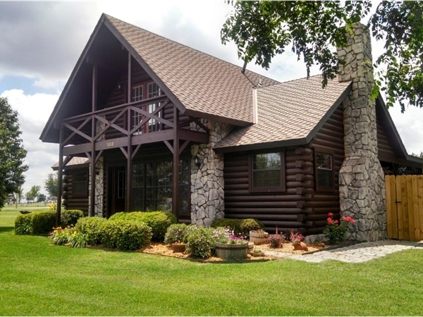 Unique custom log cabin in Sneed Acres