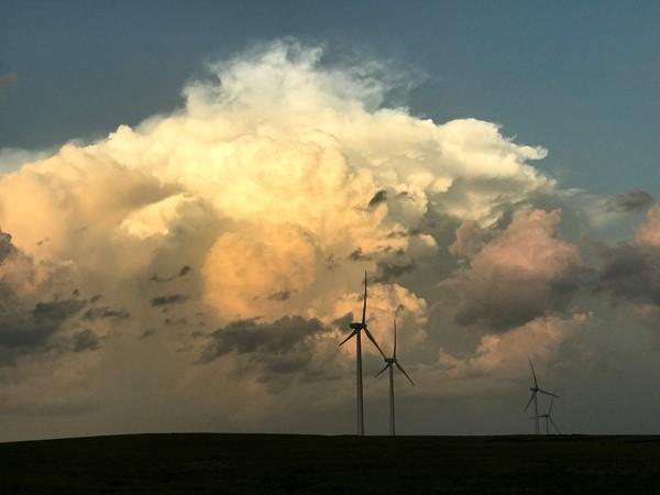 An evening thunderstorm rolls through near Hammon