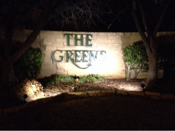 Tamarisk Dr entrance to The Greens