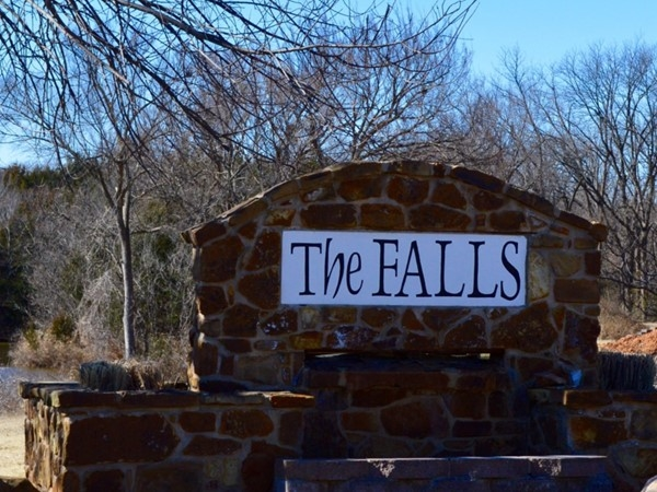 The Falls located in North Stillwater offers larger lots and stocked ponds! Beautiful homes