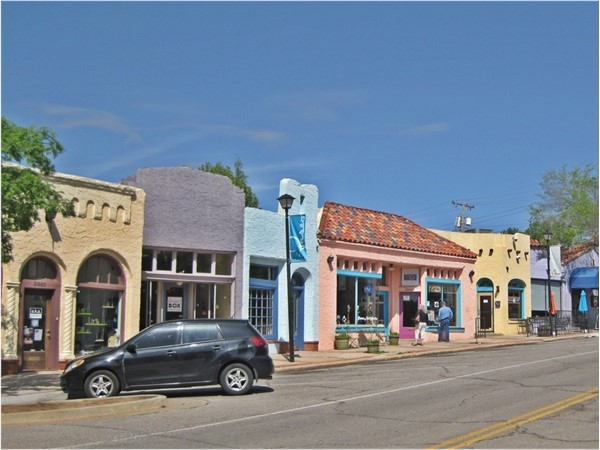 The Paseo has a few great restaurants: Paseo Grill and Picasso Cafe as well as art galleries